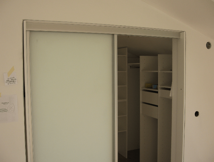 garderobna soba v mansardi
