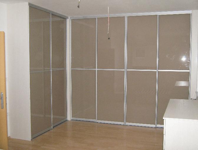 kotna vgradna omara steklo