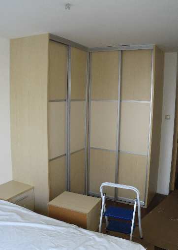 kotna vgradna omara z dvema omarnima stranicama