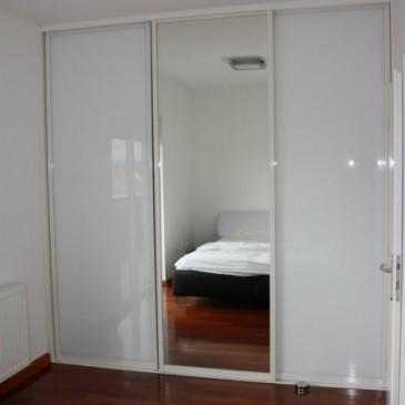 O polnilih drsnih vrat za vgradne omare