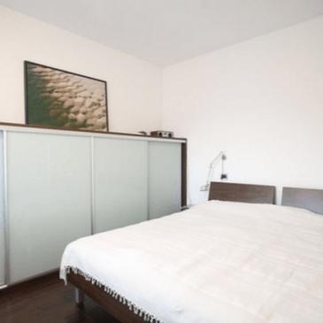 Prikaz primerov vgradnih omar v spalnicah