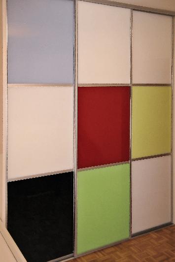 Možni primeri kombinacij drsnih vrat na vgradnih omarah