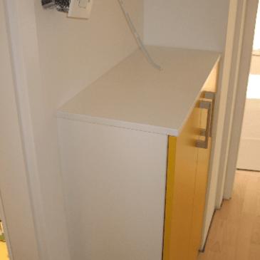 O omarah za hodnike. S krilnim odpiranjem vrat.