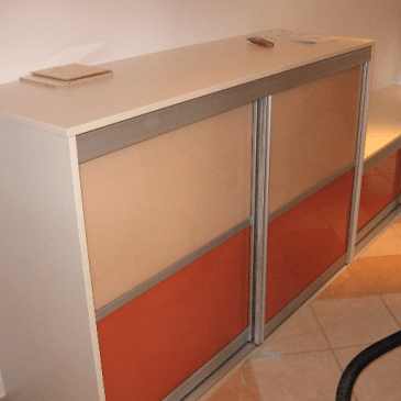 Primeri cenovno dostopnih in ugodnih vgradnih omar po meri