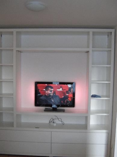 garderobna omara s prostorom za tv