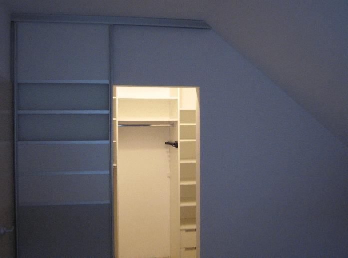 izdelava garderobne sobe po meri v mansardi