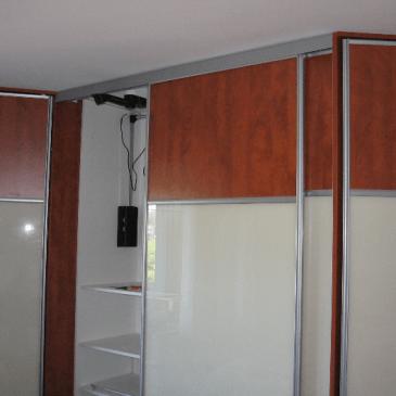 Prikaz treh posebnosti pri vgradnih omarah. Da si boste lažje predstavljali kako se vgradne omare montirajo