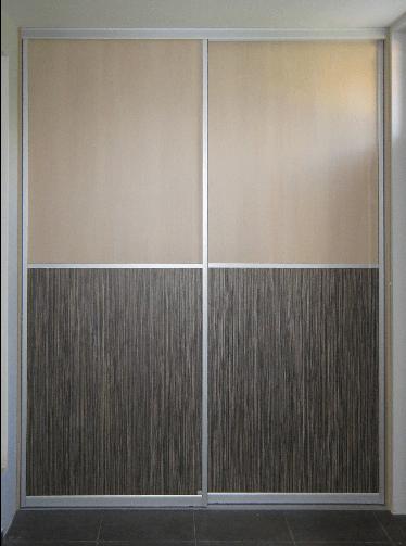vgradna omara med dvema stenama