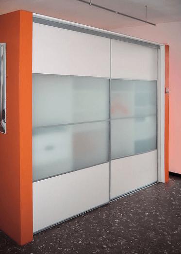 vgradna omara s širšimi drsnimi vrati