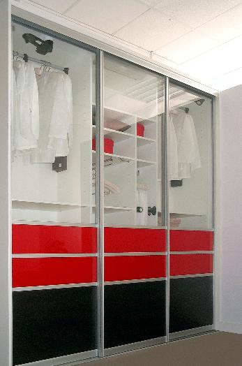 11 primerov unikatnih in po naročilu izdelanih vgradnih omar z drsnimi vrati