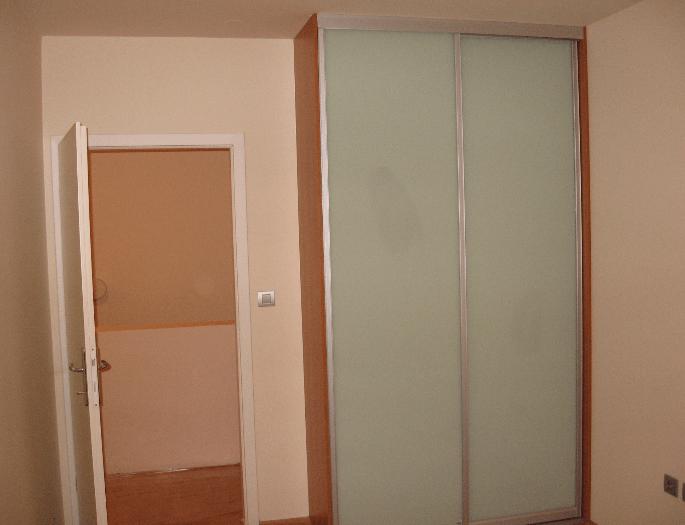 vgradna omara zid stranica