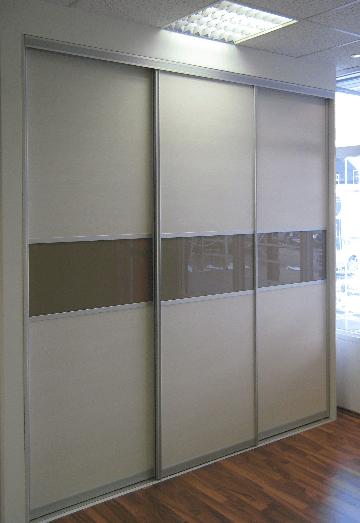 vgradna omara v poslovnem prostoru