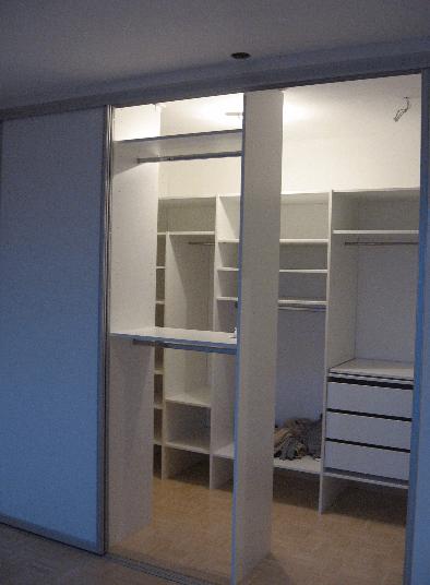 garderobna soba mansarda