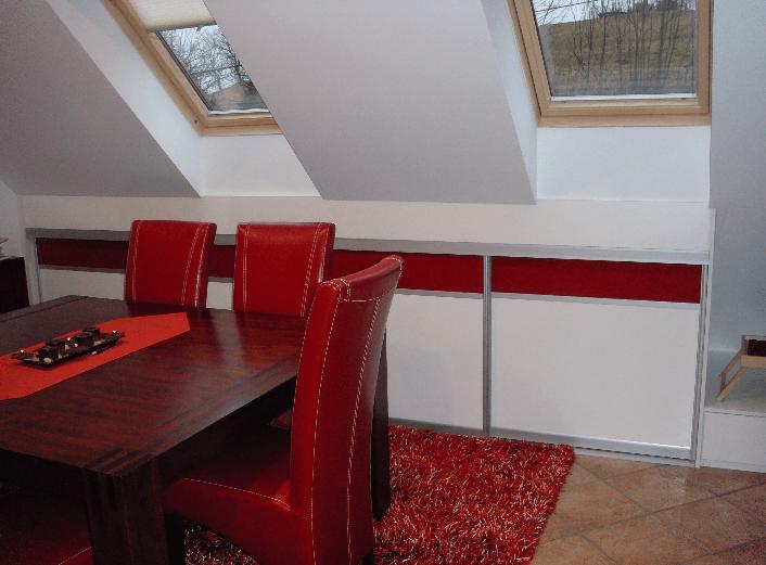 vgradna omara v jedilnici v mansardi