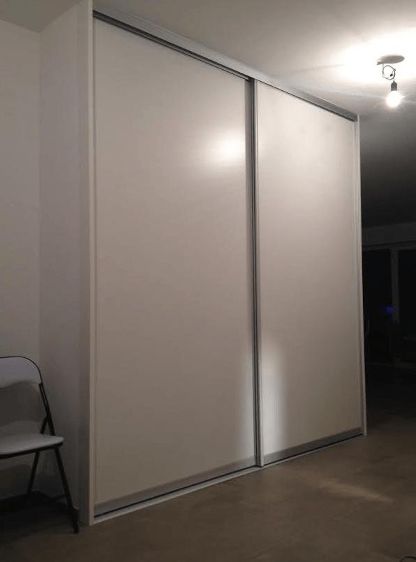 notranja drsna vrata pod stopnicami