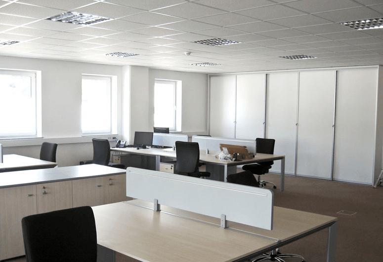 pisarniške komode in mize