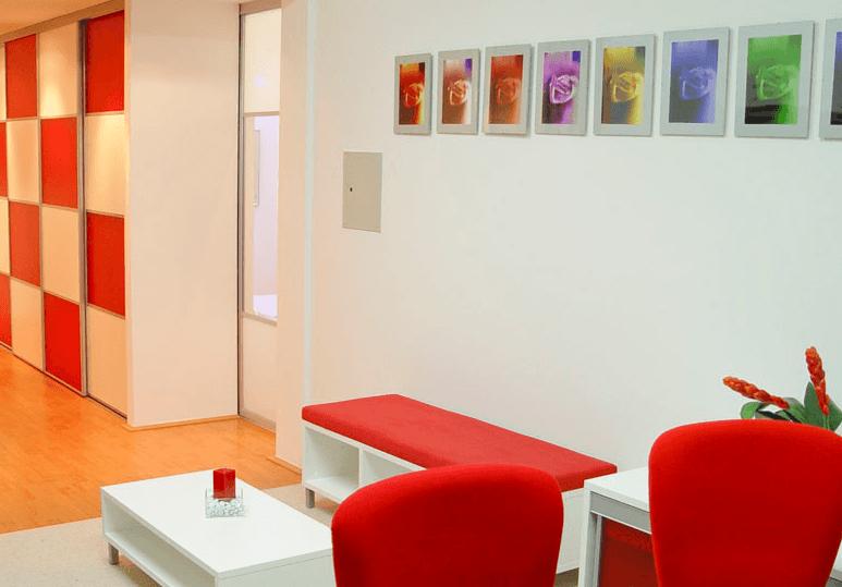 pisarniško pohištvo v čakalnici