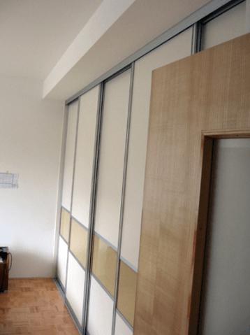 večja zidna garderobna omara