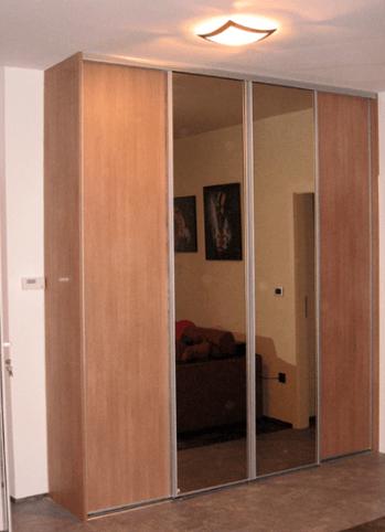 vgradna omara z ogledalom dnevna soba