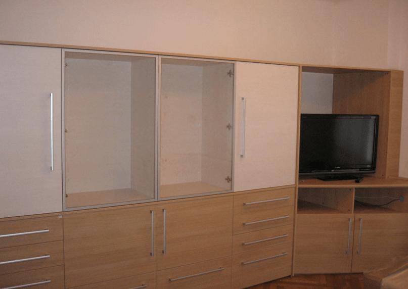 delno garderobna omara v dnevni sobi