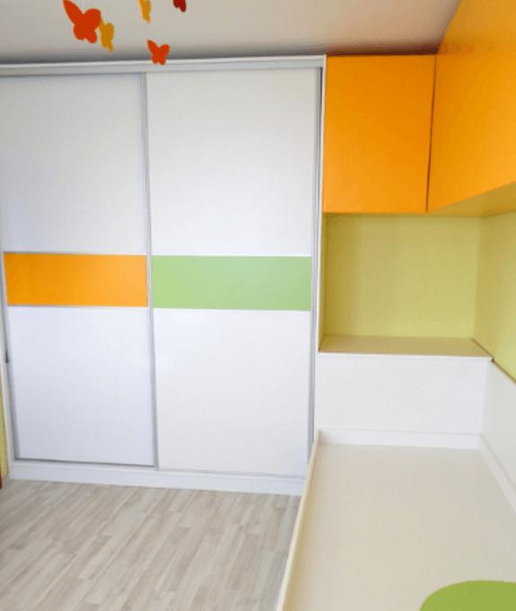garderobna omara v otroški sobi