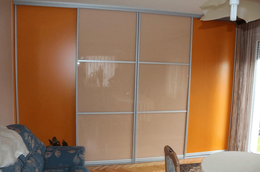 garderobna omara z drsnimi vrati slika spredaj
