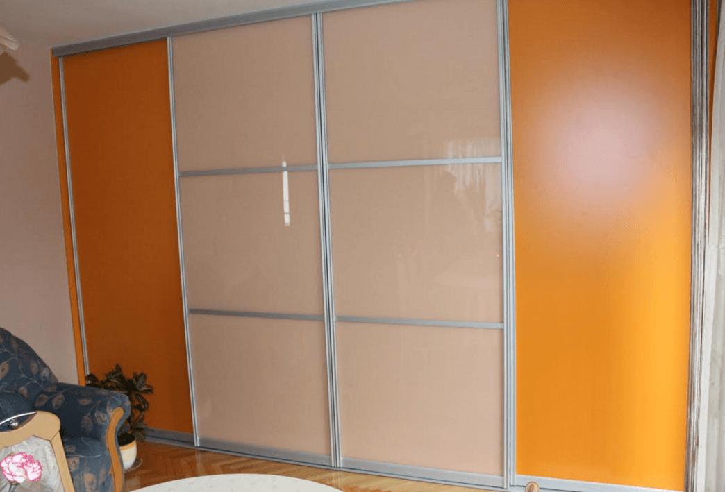garderobna omara z drsnimi vrati
