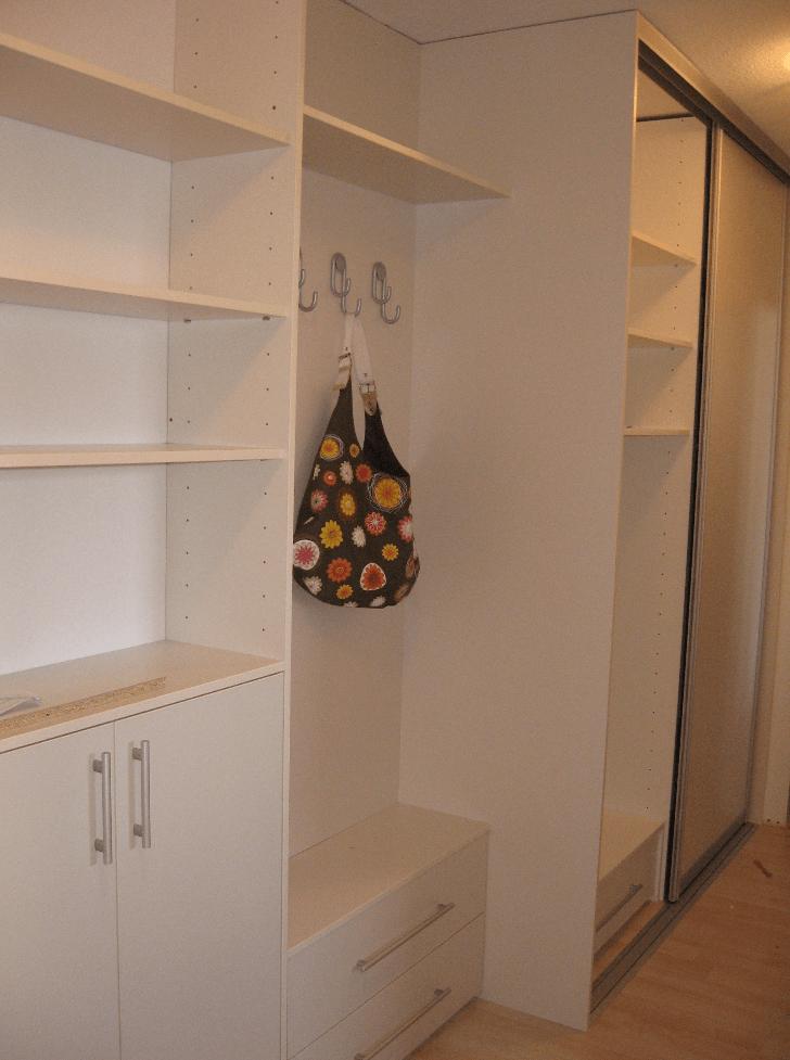 moderna garderobna omara v predsobi