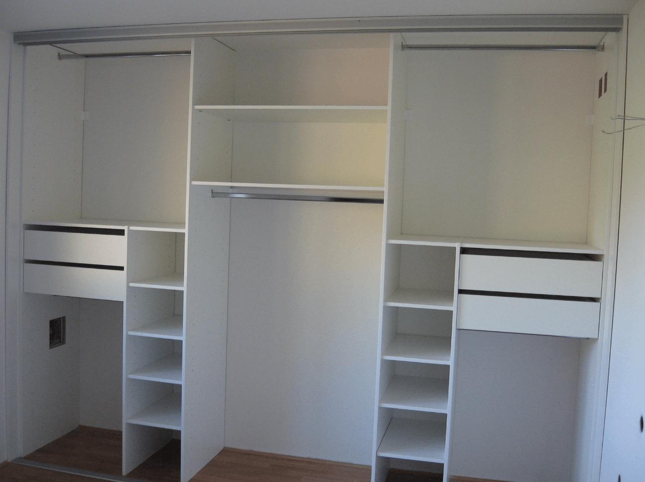 notranjost vgradne omare v spalnici