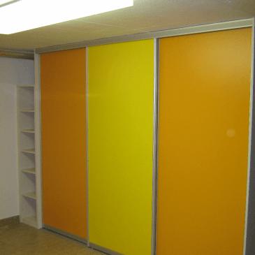Dvojna omara za shrambo garderobe v kletnih prostorih