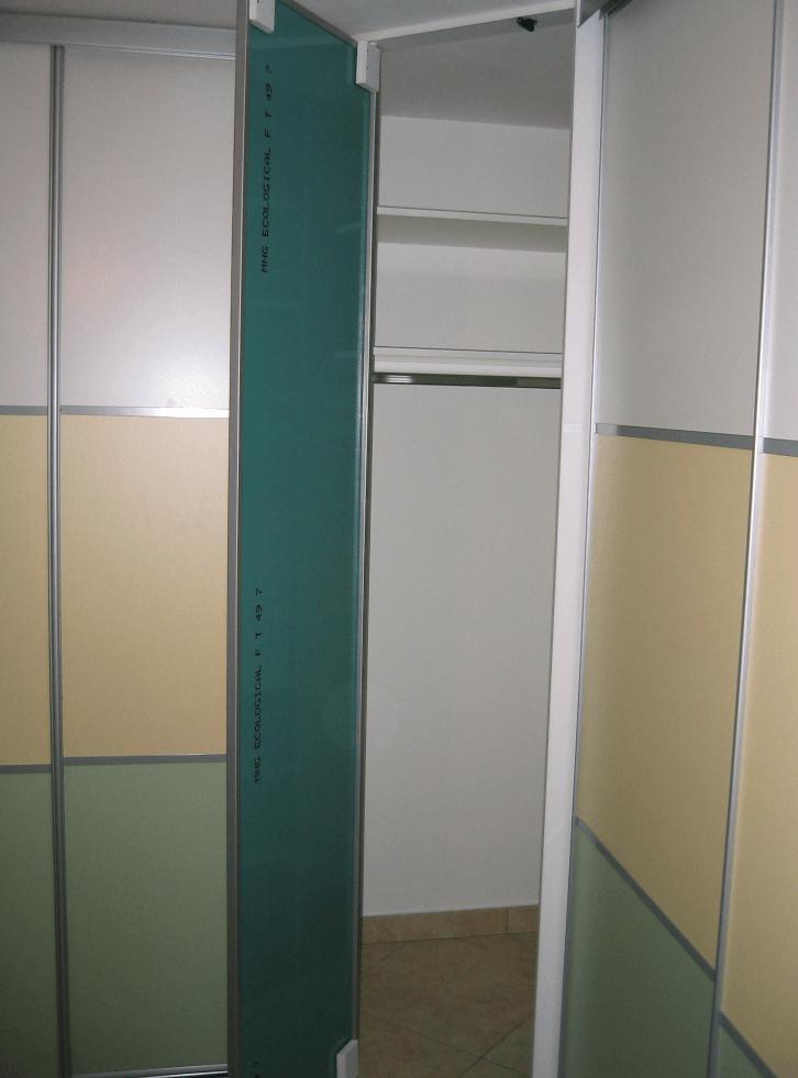 odprt sredinski omarni korpus