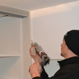 Kako mora biti pripravljen prostor za montažo vgradne omare? – VPRAŠANJA STRANK