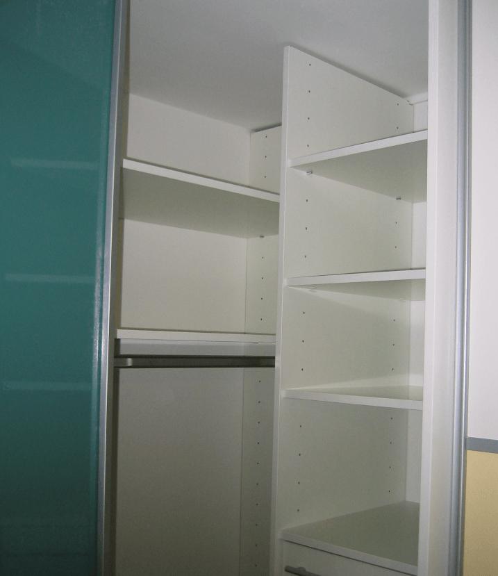 zgornji del kotnega delam vgradne omare