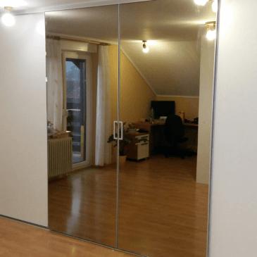 Garderobna omara in pregradna stena v mansardi