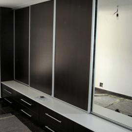 Primer vgradnje omare v daljšem hodniku