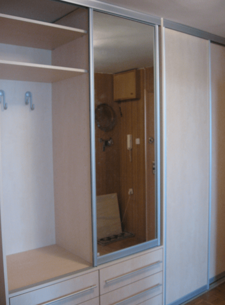 vgradna garderobna omara cena hodnik predsoba