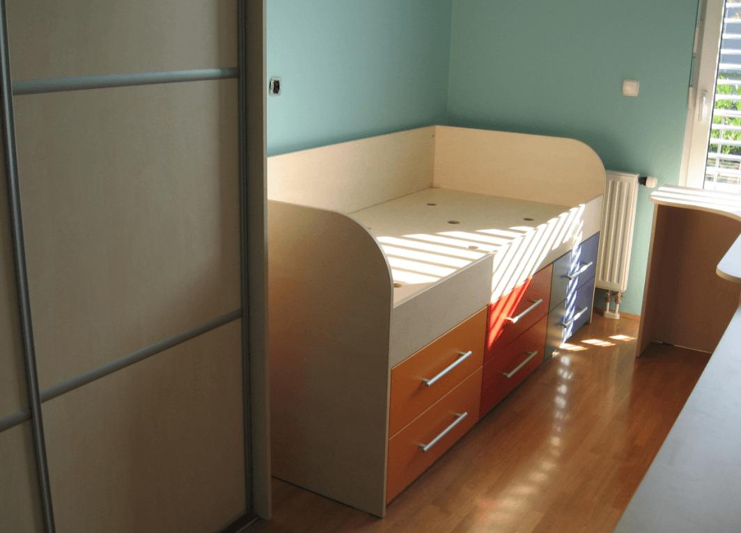 povišana otroška postelja