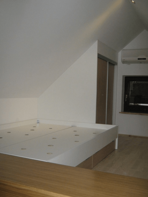vgradna omara spalnica mansarda