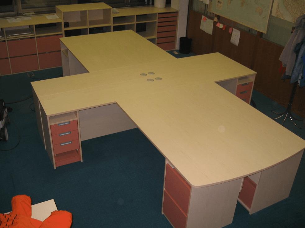 pisalna-miza-po-meri