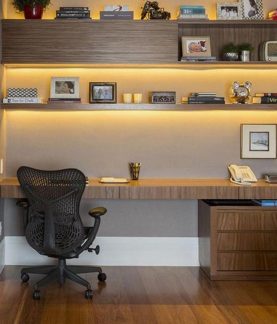 pisarna pohištvo
